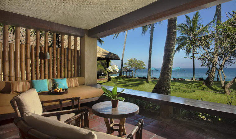 Beachfront Villas & Suites